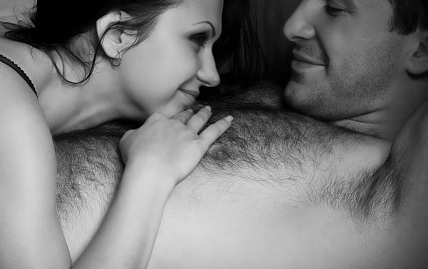 erekcija žiūrint į moterį tamsi juosta ant varpos